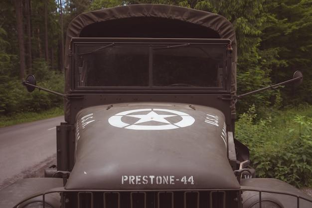 Detail eines alten armeewagens für den transport eines soldaten Premium Fotos