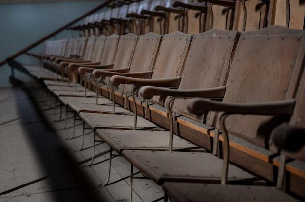 Details eines wunderbaren alten theaters, jetzt aufgegeben. Premium Fotos