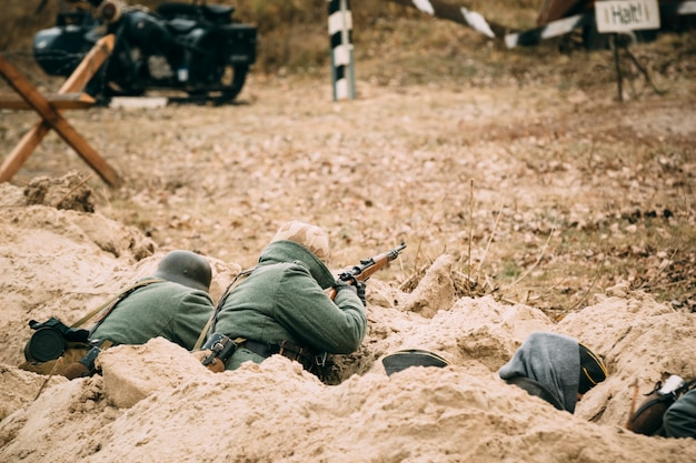 Deutschland soldaten in den gräben Premium Fotos