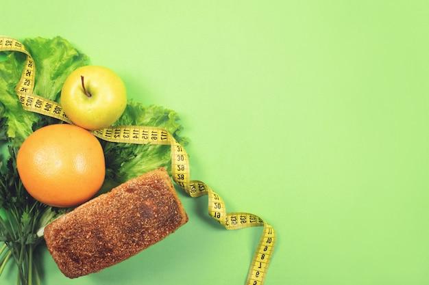 Diät, wiegen verlust, gesunde ernährung, konzept des neuen lebensmittels Premium Fotos