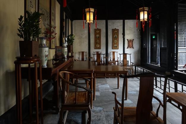 Die alte chinesische innenhalle shen hall befindet sich in der nanshi-straße östlich der fuan-brücke in zhouzhuang, suzhou. Premium Fotos