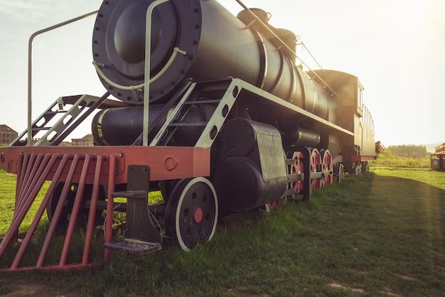 Die alten dampflokomotiven wurden im park gezeigt Premium Fotos