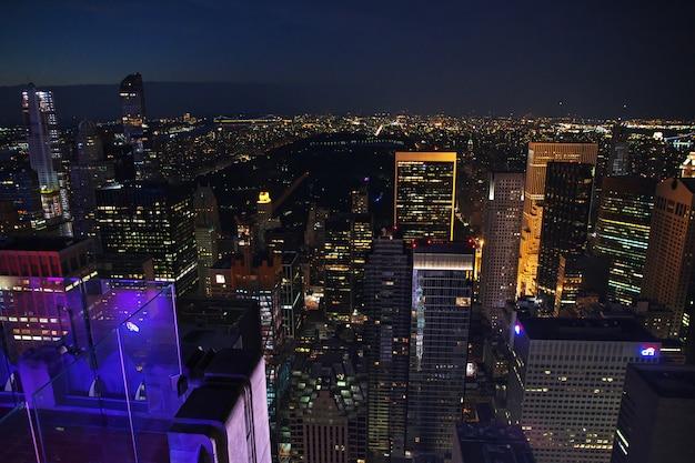 Die ansicht über new york nachts, vereinigte staaten Premium Fotos