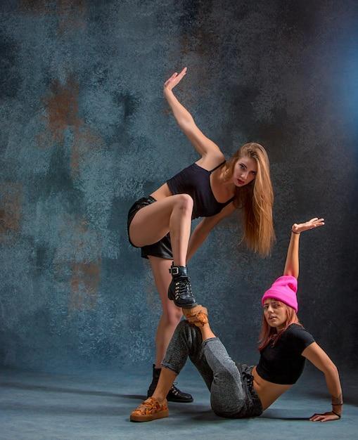 Die beiden attraktiven frauen tanzen twerk Kostenlose Fotos