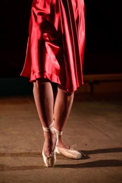 Die beine der tänzerin. Premium Fotos