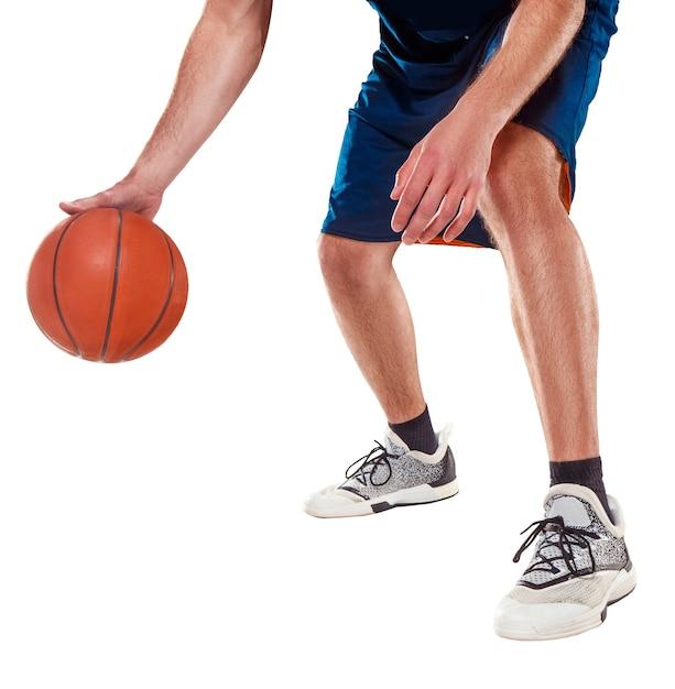 Die beine eines basketballspielers mit ball Kostenlose Fotos