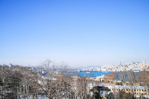 Die malerische landschaft von den wänden des topkapi-palastes. türkei istanbul. Premium Fotos