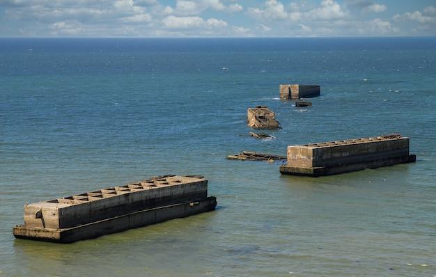 Die maulbeere in gold beach arromanches-les-bains normandie frankreich Premium Fotos