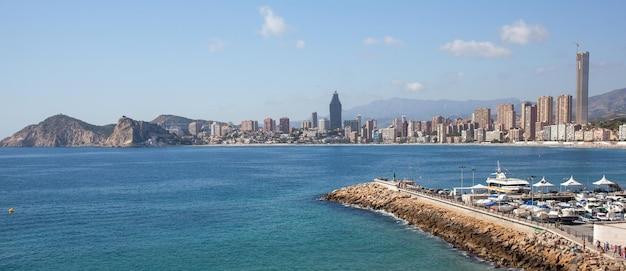 Die schöne skyline von benidorm, spanien Premium Fotos