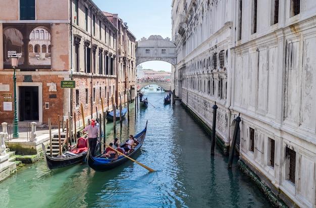 Die seufzerbrücke in venedig, italien Premium Fotos