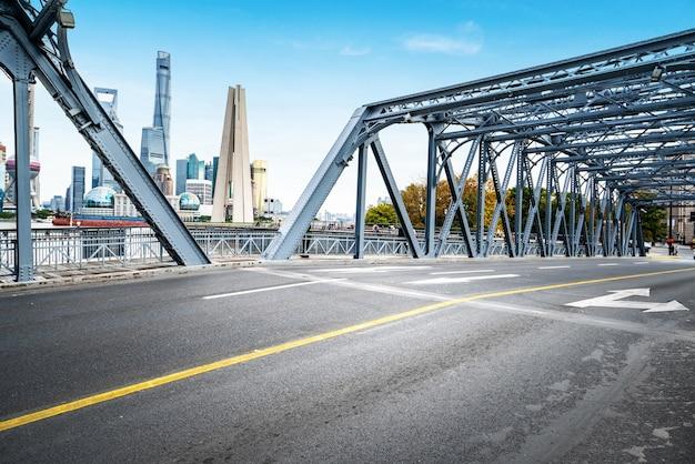 Die waibaidu-brücke in shanghai, china Premium Fotos