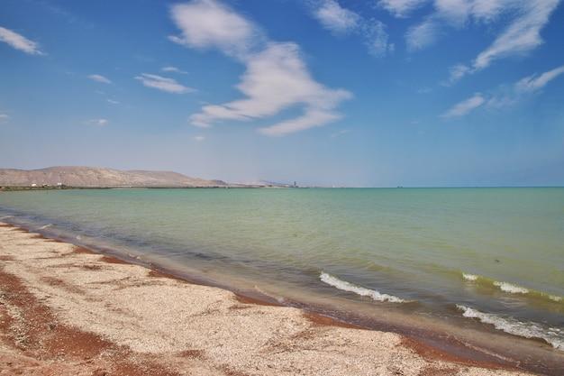 Die wilde küste des kaspischen meeres, aserbaidschan Premium Fotos