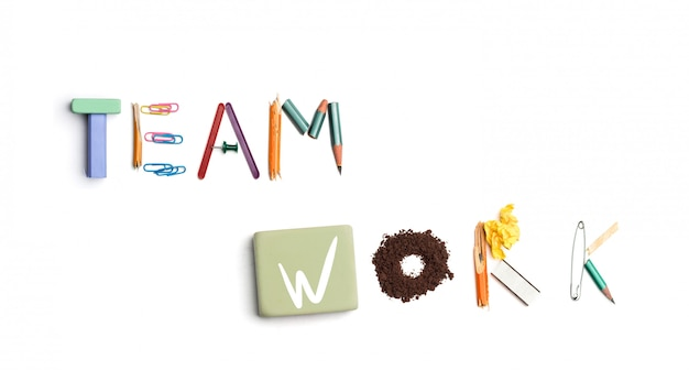 Die wörter teamarbeit aus büromaterial erstellt. Kostenlose Fotos