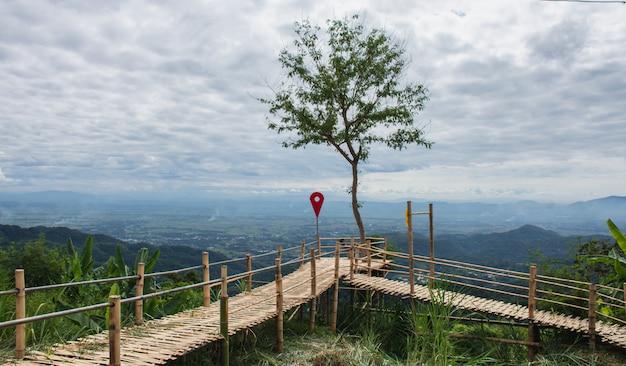 Dieser ort befindet sich in doi tung, einem beliebten aussichtspunkt und touristenattraktion in der provinz chiang rai. Premium Fotos