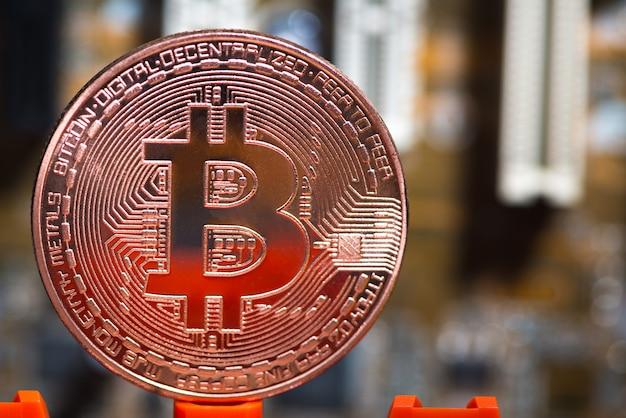Digitale währung von bitcoin auf dem motherboard Premium Fotos