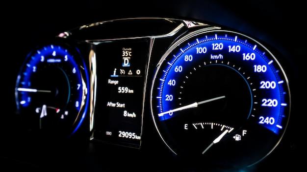 Digitaler auto-armaturenbrett-tachometer Premium Fotos
