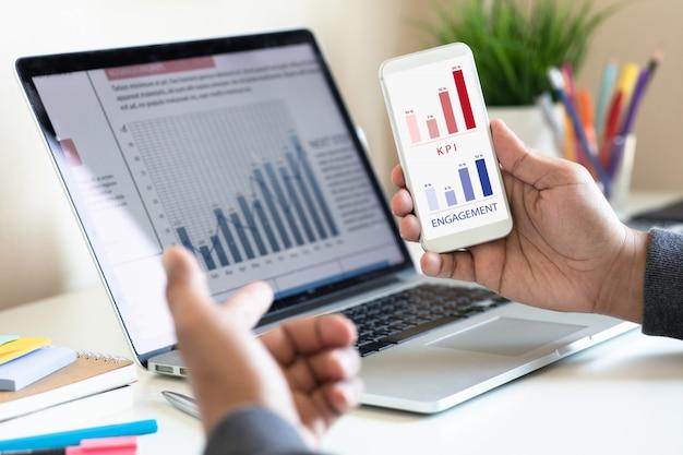 Digitaler marketingplan mit kundenbewertung Premium Fotos