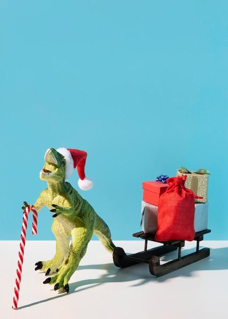 Dinosaurierspielzeug mit holzschlitten Kostenlose Fotos