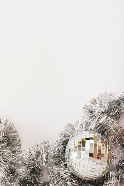 Discokugel mit lametta auf tabelle Kostenlose Fotos