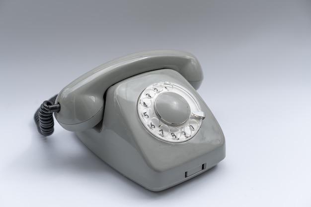 Disk telefon eingestellt auf einem weißen hintergrund Premium Fotos