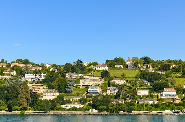 Dörfer mit berg in der schweiz. Premium Fotos