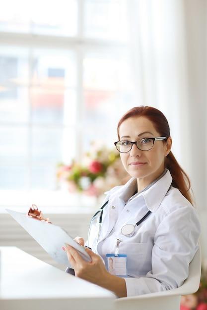 Doktor bei der arbeit Kostenlose Fotos