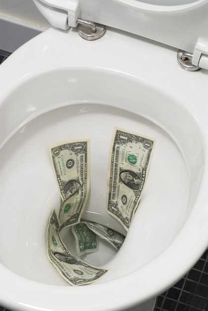 Für Geld Auf Der Toilette Gefickt
