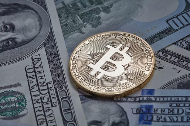 Dollarnoten und goldmünzen bitcoin Premium Fotos