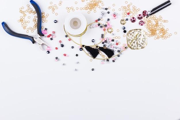 Domino perlen und metallteile Premium Fotos