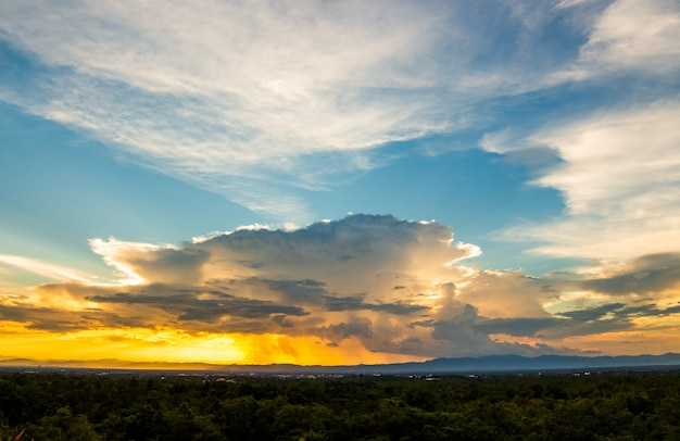 Donnersturm himmel regenwolken Premium Fotos