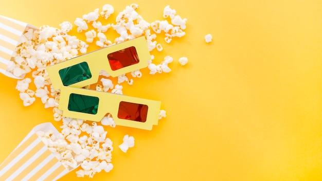 Draufsicht 3d gläser mit köstlichem popcorn Kostenlose Fotos