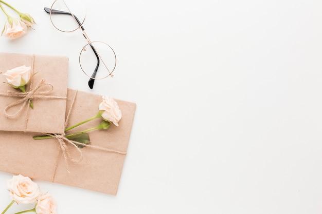 Draufsicht auf geschenke mit kopierraum Premium Fotos