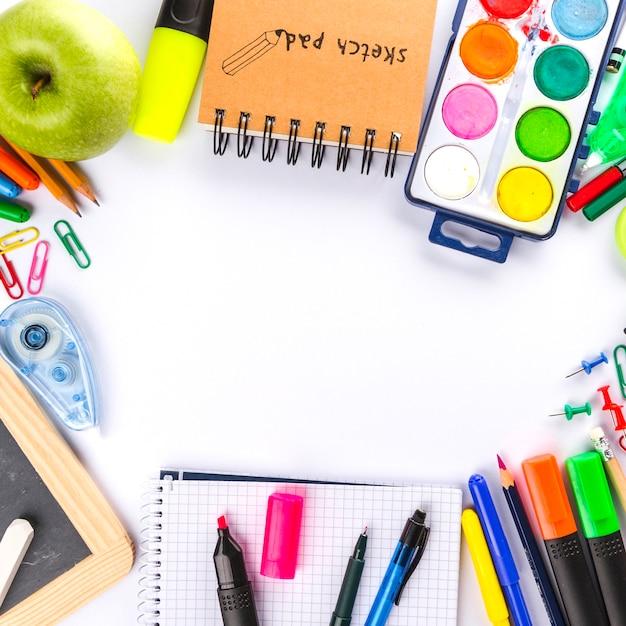 Draufsicht auf Schulpackung Kostenlose Fotos