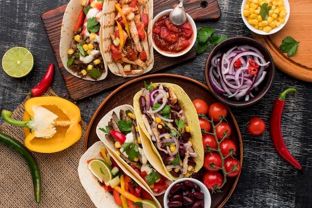 Draufsicht auswahl an köstlichem mexikanischem essen Kostenlose Fotos