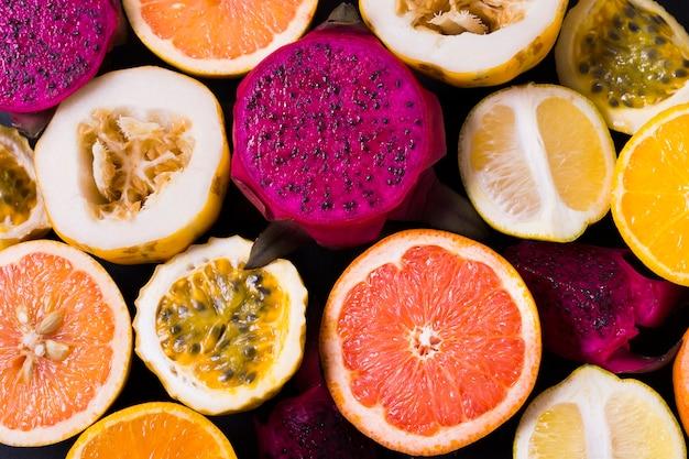 Draufsicht auswahl an leckeren exotischen früchten Kostenlose Fotos