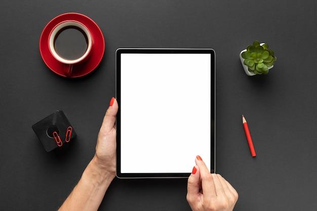 Draufsicht büroschreibtischzusammensetzung mit tablette Kostenlose Fotos