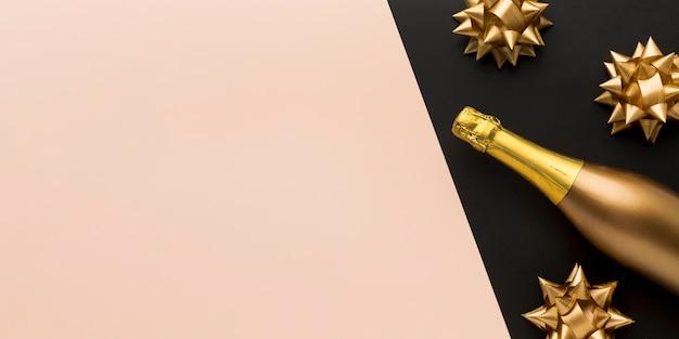 Draufsicht champagnerflasche mit kopierraum Kostenlose Fotos