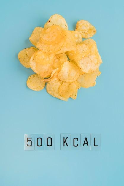 Draufsicht chips und kcal zählen Kostenlose Fotos