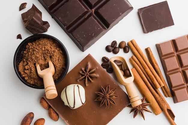 Draufsicht der geschmackvollen schokolade und der trüffeln Kostenlose Fotos