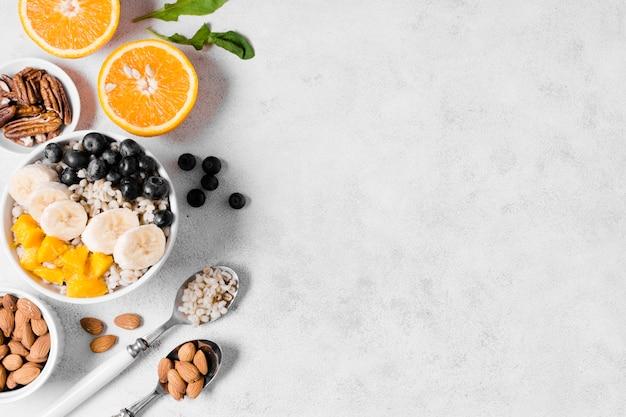 Draufsicht der zusammenstellung der organischen früchte Kostenlose Fotos