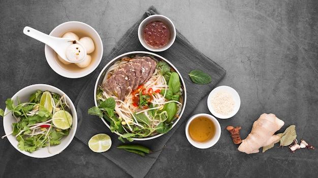 Draufsicht der zusammenstellung des vietnamesischen lebensmittels Kostenlose Fotos