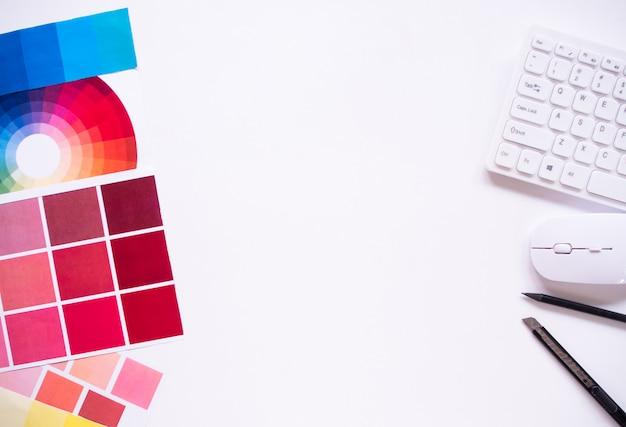 Draufsicht des grafikdesigners mit kopierraum. Premium Fotos