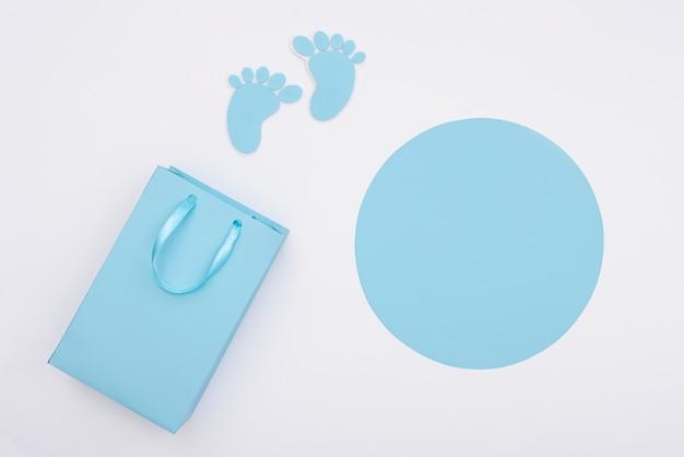 Draufsicht des netten kleinen babyzubehörs mit kopienraum Kostenlose Fotos