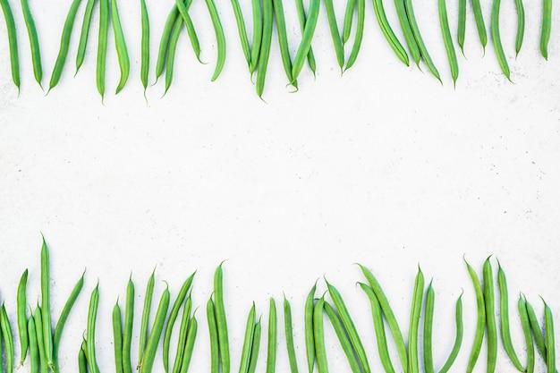 Draufsicht des neuen hintergrundes der grünen bohnen Premium Fotos