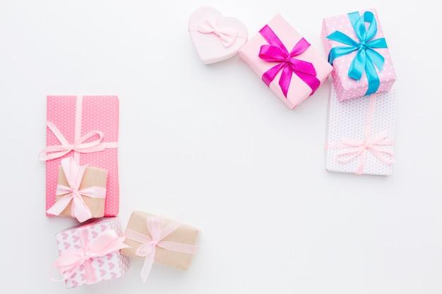 Draufsicht des rahmenkonzepts der geschenkboxen Kostenlose Fotos