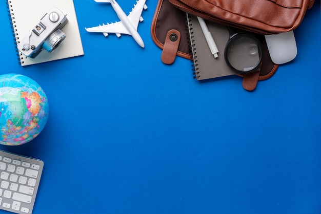 Draufsicht des reisekonzeptstillleben-fotografiehintergrundes Premium Fotos