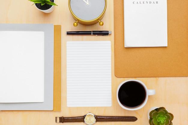 Draufsicht des stilvollen briefpapiers Premium Fotos