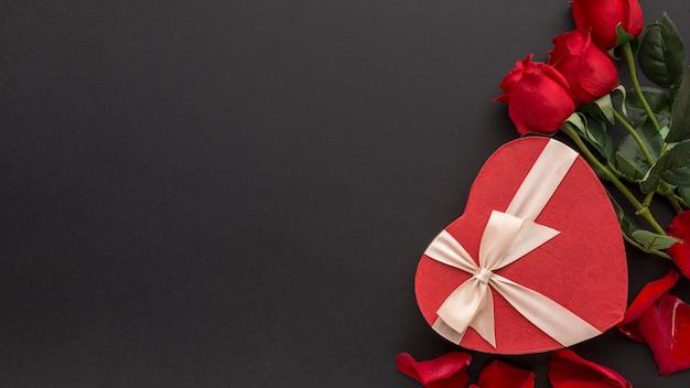 Draufsicht des valentinstagskonzepts mit kopienraum Premium Fotos
