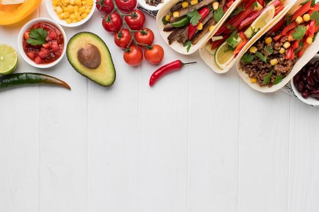 Draufsicht frisches mexikanisches essen mit kopienraum Kostenlose Fotos