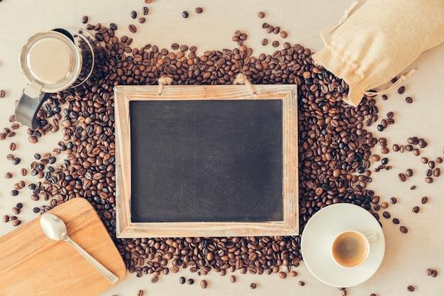 Draufsicht kaffeekonzept mit schiefer Kostenlose Fotos
